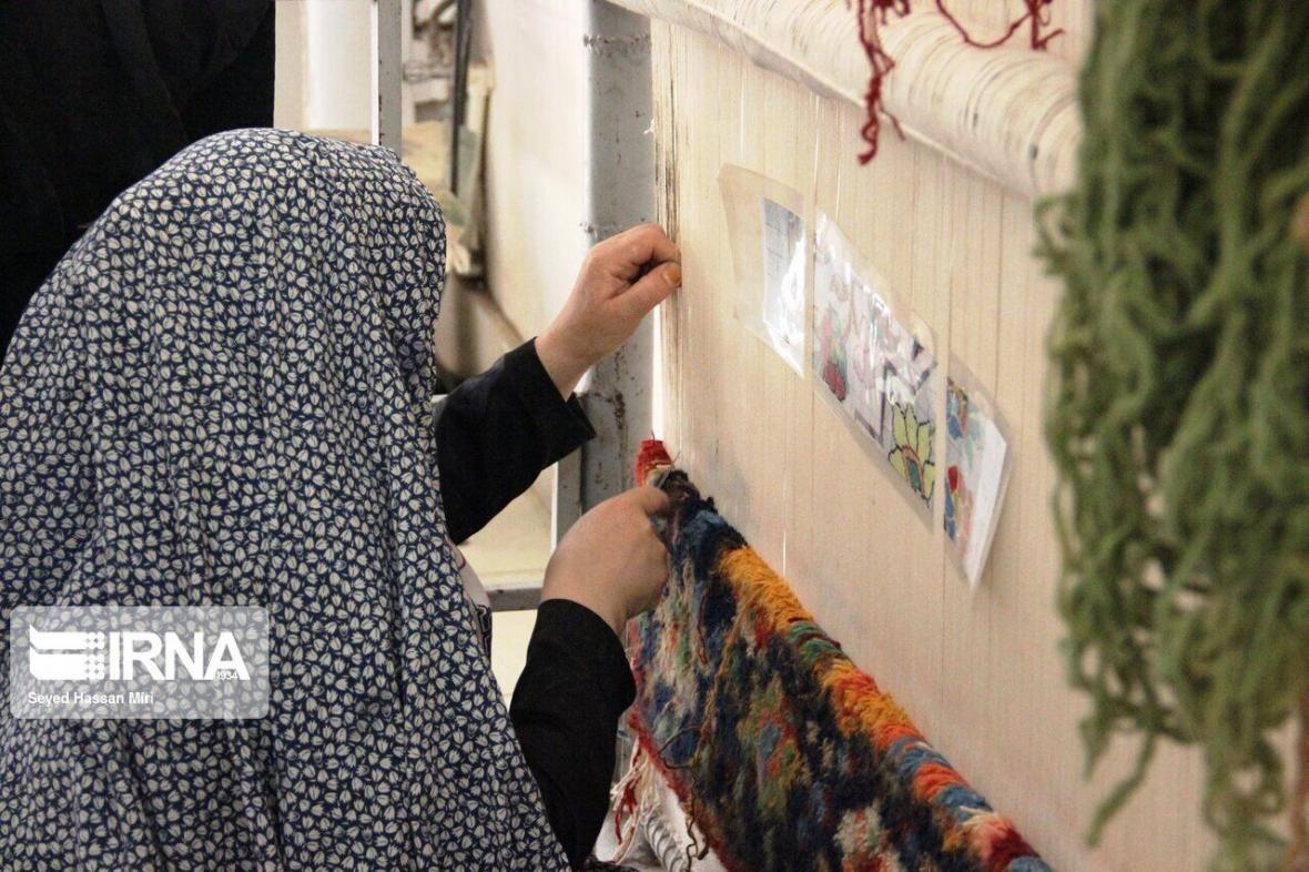 خبرنگاران هشت هزار نفر بافنده فرش دستباف در بروجرد فعالیت می کنند
