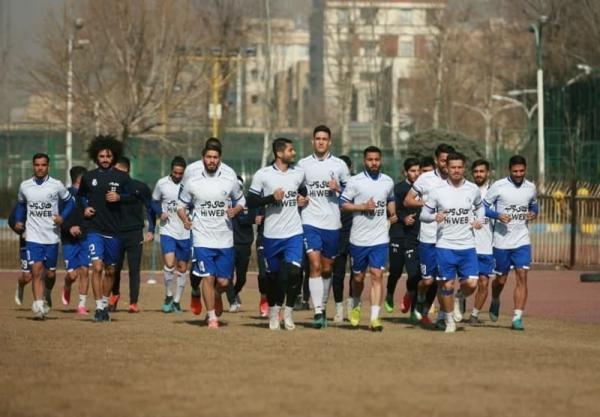گزارش تمرین استقلال، جلسه 30 دقیقه ای فکری با بازیکنان، بازگشت دیاباته و حمایت از حسینی