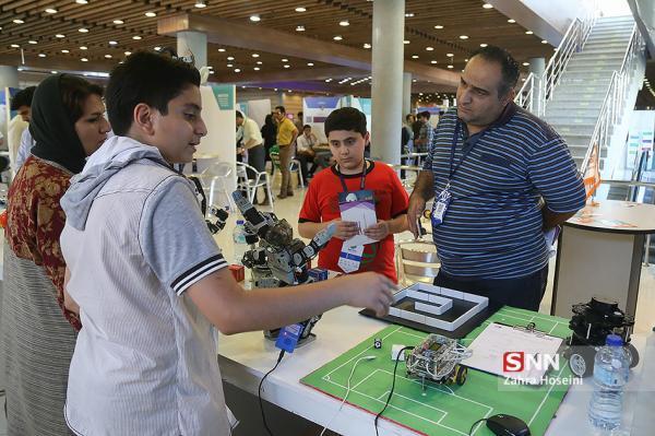 طراحی ربات گردگیر پنل های خورشیدی به همت فناوران یزدی خبرنگاران